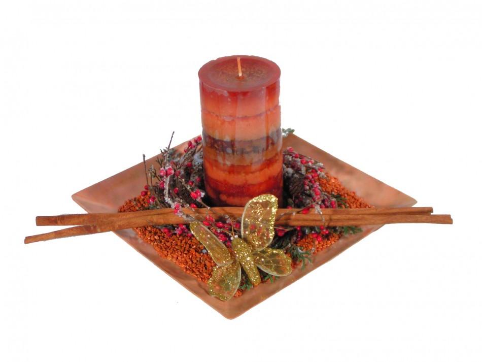 Weihnachtsdeko Auf Teller.Teller Antik Mit Kerze Braun Und Weihnachtsdeko