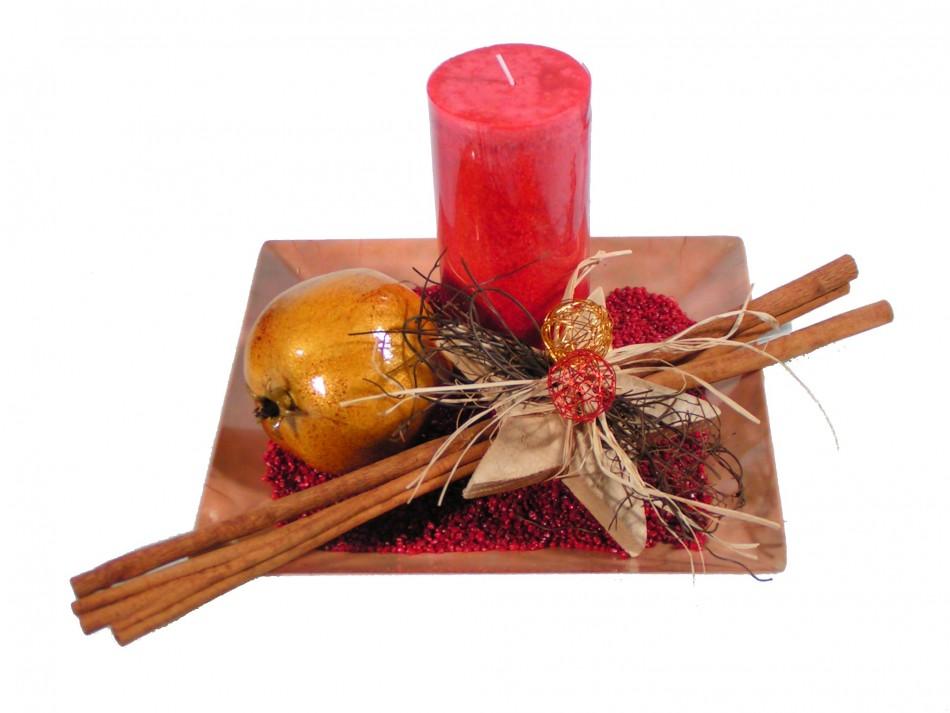 Weihnachtsdeko Auf Teller.Teller Antik Mit Kerze Rot Und Weihnachtsdeko